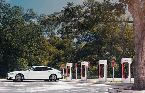 E-Ladestationen für Tesla und Elektrofahrzeuge