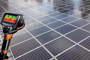Prüfung der Photovoltaik-Anlagen mit Wärmebildkamera