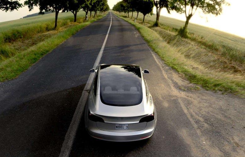 Mit TESLA in die Zukunft fahren